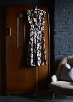 Styling by Hannah Cork. Shot by Jon Aaron Green. Dark and moody interior with blush pink and brass accents. Aaron Green www. Interior Stylist, Blush Pink, Cork, Stylists, Brass, Green, Style, Light Rose, Swag
