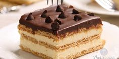 Easy Desserts, Dessert Recipes, French Desserts, Biscuits Graham, Yule Log Cake, Desserts With Biscuits, Book Cakes, Boston Cream, Chocolate Decorations