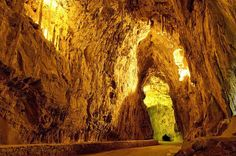 Cuevas con encanto: LA CUEVONA DEL pueblo CUEVAS DEL AGUA en el municipio de RIBADESELLA (Asturias)