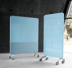 Mobile glass writing board with sound absorbent materials Mood Fabric Mobile By Lintex design Matti Klenell, Christian Halleröd Movable Partition, Movable Walls, Partition Design, Office Boards, Office Dividers, Decorative Room Dividers, Writing Boards, Mood Fabrics