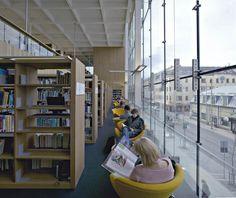 Turku City Library / JKMM Architects Du dedans, on voit le dehors ( et inversement) mais sans les inconvénients du dehors (bruit, pollution etc..)