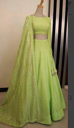 - Source by vijiragu - Lehenga Choli Designs, Designer Party Wear Dresses, Indian Designer Outfits, Indian Lehenga, Indian Gowns Dresses, Pakistani Dresses, Lehnga Dress, Lehenga Gown, Party Wear Lehenga