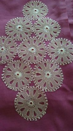 This Pin was discovered by nil Crochet Tablecloth, Crochet Doilies, Filet Crochet, Knit Crochet, Needle Lace, Lace Making, Knitted Shawls, Vintage Crochet, Knitting Socks