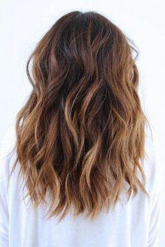 cheveux chatain clair, mi long tombant librement sur le dos - #nails #long #longnails