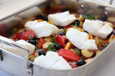 Torskeform med middelhavsgrønnsaker, potet & feta Feta, A Food, Food And Drink, Cod Recipes, Dinner Is Served, Fish And Seafood, Fruit Salad, Food Porn, Healthy Foods