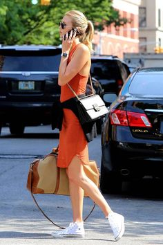 Karlie Kloss Summer Street Style | Off duty in NYC | Aviators | White sneakers | Gold watch | Black purse with chain detail | Tan & beige overnight bag