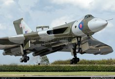 Vulcan to the Sky Trust G-VLCN aircraft at Waddington photo Military Jets, Military Aircraft, Military Weapons, Vickers Valiant, V Force, Avro Vulcan, Delta Wing, Navy Aircraft, Ww2 Aircraft