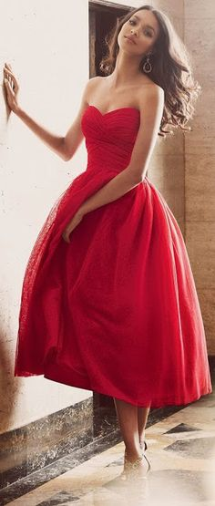 Women's fashion | Elegant red tulip dress, This is one of the most sweet red dresses I have ever seen.