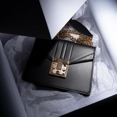 Luxusní černá kabelka přes rameno od Antorini.cz Louis Vuitton Twist, Hermes Kelly, Shoulder Bag, Bags, Collection, Fashion, Simple Lines, Luxury, Handbags