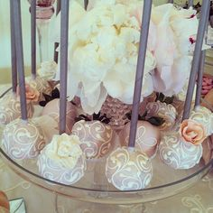 Cakepops and chocolate cover strawberries