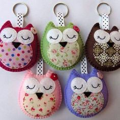 Articles similaires à Wholesale Owl Keyrings / Handbag Charms sur Etsy Fabric Crafts, Sewing Crafts, Sewing Projects, Hobbies And Crafts, Arts And Crafts, Felt Keychain, Keychains, Felt Owls, Owl Crafts