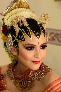 Indonesian Traditional Wedding Makeup : Beautiful Yogyakarta Woman, Beautiful Javanese Traditional ...