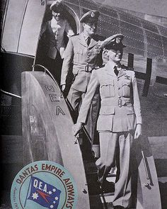 The first Qantas uniform worn by the flight crew was a military style khaki uniform with a navy fabric cap, black visor and a QEA badge c.1947.