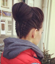 Upside Down Braids with High Chignon - 40 Best Sporty Hairstyles for Workout – The Right Hairstyles - The Trending Hairstyle - Page 5 Lazy Hairstyles, Second Day Hairstyles, Sporty Hairstyles, Workout Hairstyles, Trending Hairstyles, Weave Hairstyles, Protective Hairstyles, Hairdos, Summer Hairstyles