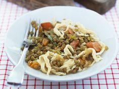 Spätzle mit Linsengemüse ist ein Rezept mit frischen Zutaten aus der Kategorie Hülsenfrüchte. Probieren Sie dieses und weitere Rezepte von EAT SMARTER!