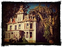 Ghost stories, paranormal articles and haunted places in Canada. Paranormal Research, Paranormal Stories, Spooky Places, Haunted Places, Haunted Houses, Best Ghost Stories, Creepy Stories, Ghost Hauntings, Ghost And Ghouls