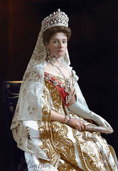 Empress Alexandra Feodorovna 1907 by klimbims Alexandra Feodorovna, Court Dresses, Royal Dresses, Czar Nicolau Ii, Tsar Nicolas, House Of Romanov, Royal Tiaras, Imperial Russia, Royal Jewelry