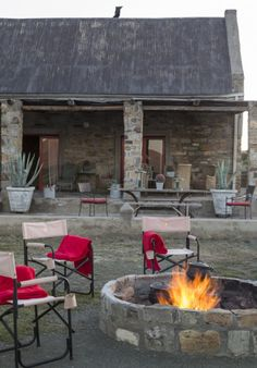 Kliphuis is situated on a remote nature reserve in the heart of the great Karoo under the Sneeuberg Mountain Range just an hour from Graaff Reinet. House Plans South Africa, Coffee Candle, Grey Office, Log Cabin Homes, Beach Umbrella, Old Stone, Farmhouse Plans, Cozy Cottage