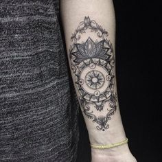 incredible enhanced version of a compass tattoo - great idea & wonderful executed job !
