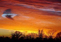 Rare, Mesmerizing Rainbow Cloud Portal Appears in Australian Sky