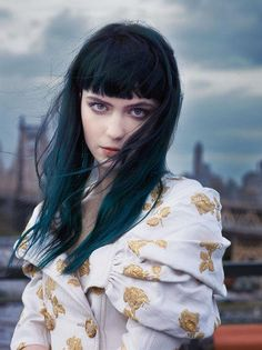 Ombre turquoise hair with bangs. Dark Green Hair, Hair Color Blue, Dark Hair, Dark Blue, Hair Colors, White Hair, Color Black, Hairstyles With Bangs, Trendy Hairstyles