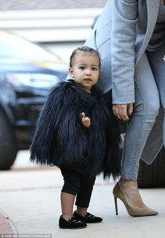 North West took in Black Friday with style, sporting a super cute black fur cape as she visited family friends with Kim Kardashian. Kim Kardashian And North, Kardashian Family, Kardashian Style, Kardashian Jenner, Kardashian Dresses, Kardashian Beauty, Kim And North, Kanye West And Kim, Kids Fashion