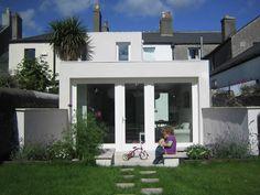 Flavio Lombardo es un arquitecto italiano afincado en Dublín, donde lleva adelante con éxito su propio estudio a partir de una arquitectura de alto nivel pero capaz de implicar al cliente en todos sus pormenores. Tenéis una galería completa de su trabajo en el enlacehttp://arquitecturasingular.es/flavio-lombardo-el-mimo-por-la-arquitectura-de-cercania-al-cliente-con-base-en-dublin/