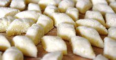 Kliknij i przeczytaj ten artykuł! Polish Dumplings, Italian Gnocchi, Potato Ricer, Polish Recipes, Polish Food, Hungarian Recipes, Italian Recipes, Peeling Potatoes, Frozen Spinach