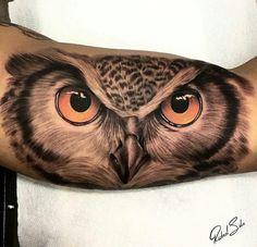 Owl tattoo tattoo ideas owl tattoo design, tattoos и tastefu Owl Eye Tattoo, Owl Tattoo Drawings, Animal Sleeve Tattoo, Full Sleeve Tattoos, Finger Tattoos Words, Head Tattoos, Body Art Tattoos, Owl Tattoo Design, Tattoo Designs