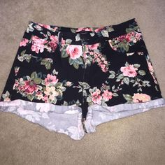 EUC Forever 21 Floral High Waisted Shorts EUC shorts from Forever 21. Puppy-loving smoke-free home. Sorry-no trades. All offers will be considered but please be respectful of the brand and the condition :) 20-% discount if you bundle two or more items!   Happy Shopping!  Forever 21 Shorts Jean Shorts