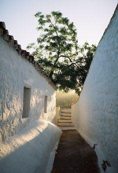 Narrow alley in Hydra island, Saronic gulf, Greece Adventure Holiday, Adventure Travel, Beautiful World, Beautiful Places, Places To Travel, Places To Visit, Myconos, Photos Voyages, Travel Aesthetic