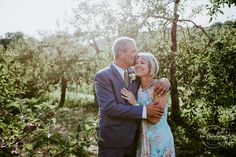 Wedding Photography - observing for helpful suggestions on capturing the memorable couples snaps? Then stop by this excellent pinned image number 1218420553 this instant. Couples Âgés, Mature Couples, Wedding Couples, Older Couple Photography, Wedding Photography, Photography Ideas, Engagement Photography, Family Photography, Older Couple Wedding