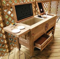 Here is another creative and unique idea of infusing the modern style with that of traditional and bucolic. This nice wooden cooler bar will liven up your dull and boring outdoor patio. You can now entertain your guests in your front lawn with this nice bar with built-in cellar.
