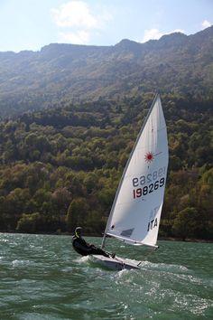 Vela sul Lago di Santa Croce in #Alpago   http://www.alpagocansiglio.eu/it/sport-e-natura/sport-estivi/vela