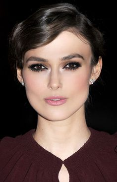 "February 2012 As seen on: Keira Knightley How-to: ""You know that major mascara is an instant eye opener. Eye Makeup, Hair Makeup, Retro Makeup, Makeup Tips, Beauty Secrets, Beauty Hacks, Beauty Trends, Beauty Products, Smokey Eye"
