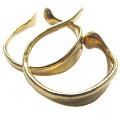 United States Elsa Peretti gold earrings for Tiffany and Co. The 1 x 1 polished yellow gold freeform earrings fit inside the ear, as a cuff. Ear Cuff Jewelry, Cuff Earrings, Clip On Earrings, Jewelry Box, Vintage Jewelry, Gold Jewellery, Elsa Peretti, Tiffany And Co, Ear Cuffs