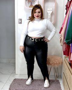Como usar calça de couro plus size: dicas e inspirações - JUROMANO.COM Girls Fall Fashion, Winter Fashion Outfits, Curvy Fashion, Plus Size Fashion, Girl Fashion, Looks Plus Size, Look Plus, Plus Size Fall Outfit, Plus Size Outfits