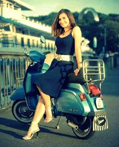 Scooter Motorcycle, Motorbike Girl, Motorcycle Girls, Vespa Girl, Scooter Girl, Motor Scooters, Vespa Scooters, Italian Scooter, Mod Girl