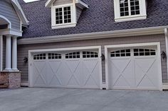 This unique garage doors modern is certainly a striking style theme. Small Garage Door, Unique Garage Doors, Carriage Style Garage Doors, Garage Door Colors, Sliding Garage Doors, Double Garage Door, Garage Door Styles, Garage Door Design, Carriage House