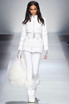 Не знаете, что одеть зимой? Модные зимние луки 2018-2019 ТОП 50. Зимние луки для девушек в разных стилях - фото. Красивый зимний лук, безупречный зимний образ.