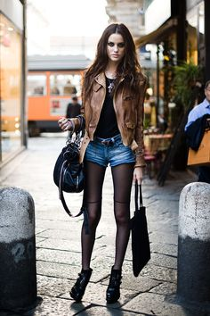 grunge fashion | brown leather jacket # street style