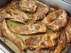 CORDERO AL TOMILLO * 1 Kg. de cordero * 100 gr. aprox. de aceite * Tomillo * Sal Ponemos en un plato el aceite con la sal y el tomill... Most Delicious Recipe, Barbacoa, Food To Make, Lamb, Bacon, Pork, Food And Drink, Yummy Food, Favorite Recipes