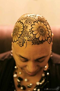 The henna application often takes place in the client's home, but some hospitals have allowed artists to create the crowns while the patient is undergoing chemotherapy.
