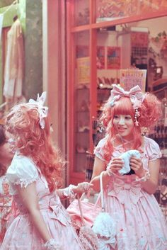 Decora Lolita on We Heart It. http://weheartit.com/entry/25577419