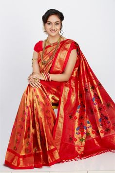A beautiful Red and lovely necklace that just compliments the entire look Marathi Saree, Marathi Bride, Marathi Wedding, Indian Silk Sarees, Pure Silk Sarees, Indian Bridal Outfits, Indian Dresses, Bridal Silk Saree, Saree Wedding