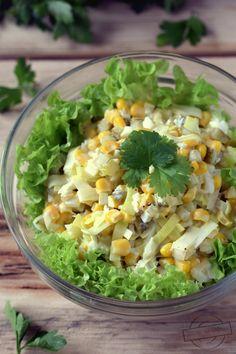 Porowo-jajeczna sałatka z kukurydzą