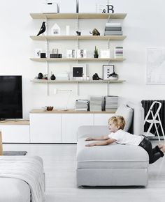 Find your favorite Minimalist living room photos here. Browse through images of inspiring Minimalist living room ideas to create your perfect home. Ikea Inspiration, Living Room Inspiration, Decor Room, Living Room Decor, Living Spaces, Home Decor, Living Room Scandinavian, Scandinavian Interior, Ikea Home