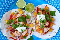"""Tips på smarrig och lättlagad laxrätt kommer här. Laxtacos, recept för 4 personer: 1 förp. """"Fish taco-krydda"""" ( te.x santa marias ) koriander 500 gram laxsida olivolja 1 lime mango riven morot strim"""