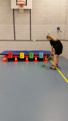 sjoelen Pe Activities, Exercise Activities, Movement Activities, Exercise For Kids, Physical Activities, Adapted Physical Education, Health And Physical Education, Kids Gym, Kids Sports