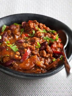 Recipe Chili con carne simple with bacon & chorizo ​​add tomatoes in chili . Chorizo, Chili Recipes, Mexican Food Recipes, Spicy Stew, Confort Food, Cooking Recipes, Healthy Recipes, Food Inspiration, Food Porn